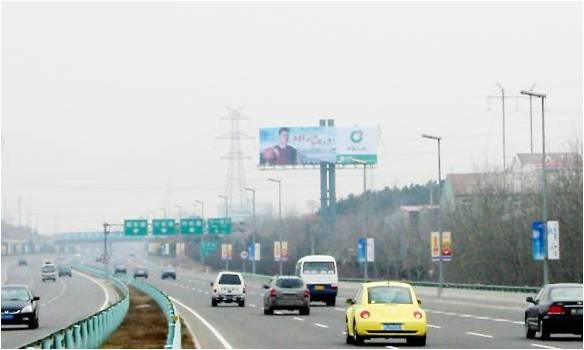 青岛机场高速2公里处双立柱广告
